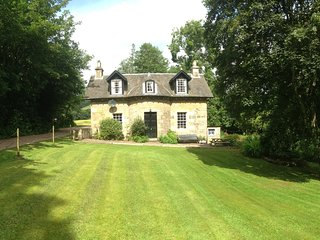Lovely Detached Cottage with wi-fi, Cupar
