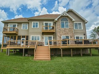 Exquisite 5 Bedroom Luxury Log home with private indoor swimming pool!