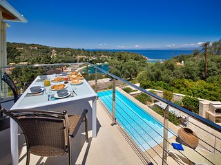 Loggos Retreat - Luxury 3 bed villa with sea view, Longós