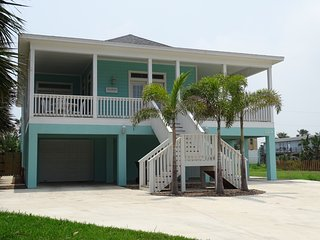 Beautiful Home With Pool - Steps from the Beach!, Isla del Padre Sur