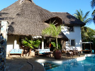 Villa Madinina - Private Pool, Wi-Fi, Gated Community, Diani Beach