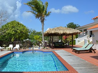 Villa Lunt - Private, Luxurious & Spacious w/Pool Near Beaches and Dive Sites