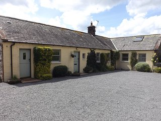 Luxury 3 bed converted Coach House with hot tub, Moniaive