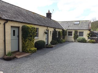 Luxury 3 bed Cottage with hot tub, Moniaive