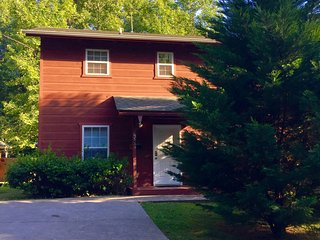 Comfort, Charm, Convenience: Smoky Bear Retreat!, Gatlinburg