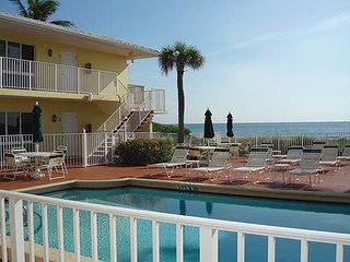 2 bedroom 2 bath Berkshire Beach Condo Aug 20-27/1, Deerfield Beach