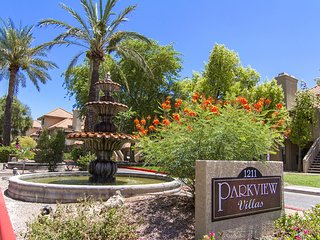 Cozy ground floor condo with pool view and patio, Scottsdale