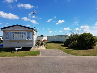 Beach Caravan - Deluxe  Extra Wide Caravan, Clacton-on-Sea