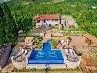 Old Stone Villa With Swimming Pool  'Talici Hill', Sutomore
