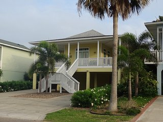 The BANANA CABANA!  4BR/3BA W/Private Pool., South Padre Island