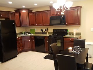 Updated Crescent Hill 2BR 2BA Condo by Downtown, Louisville