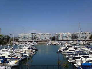 10min walk to the beach :) Peaceful marina views, Marina del Rey