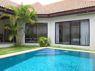 Villa with private Swimming Pool - 2 Bedrooms, Jomtien Beach