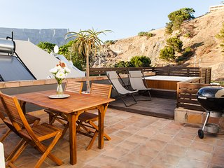 Stylish Villa with Parking, Cape Town Central