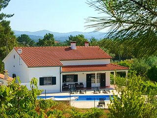 Villa Pedreiro, 3 bed villa with pool, sleeps 10, Tomar