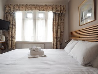 Albany Guest House- Double Room 1, Bath