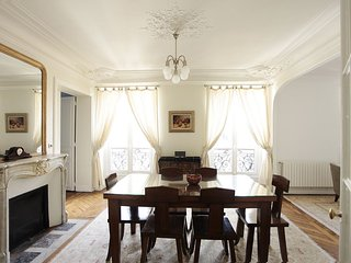 PerfectlyParis Tranquility in the Eighth sleeps 4