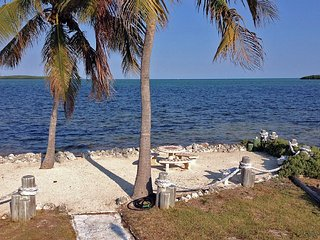 Ocean breezes, palm trees, private beach, Key Largo