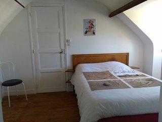 Chambre agréable dans maison 100 m de la plage, Courseulles-sur-Mer