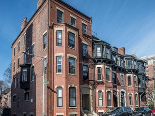 14 Gloucester Street Apartments by Lyon Apartments, Boston