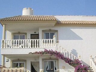 Cabo Roig Holiday Apartment - Sleeps 6 - Free Wifi - Large Private Roof Terrace.