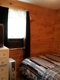 Bedroom - double (full) bed, cable TV, DVD, AC, heater