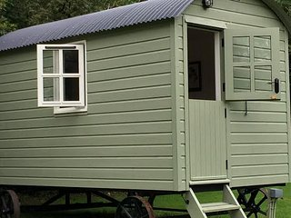 Green Mountain Hut, Stylish Glamping, Borris
