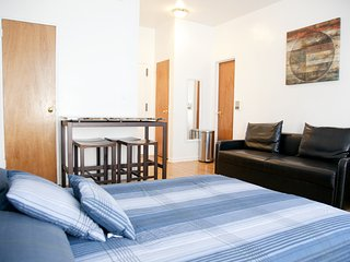 UES Studio Apartment # 8240, Nova York