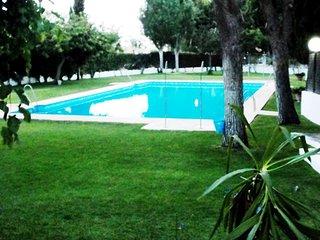 Apartamento cerca de la playa Las Redes con piscina y aire central y garaje