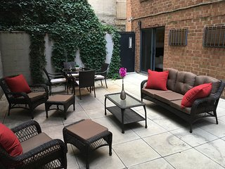 Gramercy 2BR/1BA with spacious private patio!, New York City