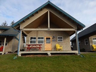 Gorgeous Lakefront 2 Bedroom Bungalow!, Dover
