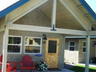 Studio Bungalow in Dover Bay!