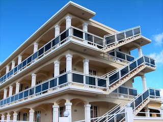 FITA RESIDENCE - Spacious, A/C, sea view, security