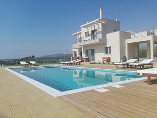 Edem Suites - Family Suites with pool and seaview, Marathopoli
