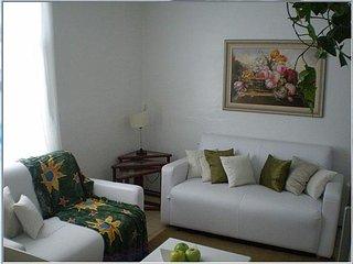 Apto 02 dormitórios em Edifício Frente Mar, Caraguatatuba