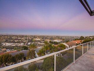Sweeping sunrise, City lights, and Mountain views!, La Jolla