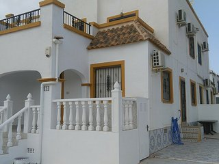 3 Bedroom Quad Villa , La Florida WIFI and Aircon