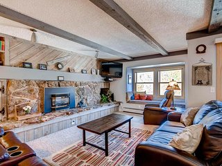 Longbranch 216 - Shuttle to Lifts/Walk to Town, Breckenridge