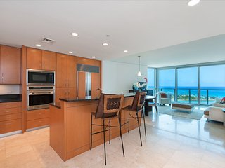 Ocean Front Luxury Condo, Honolulu