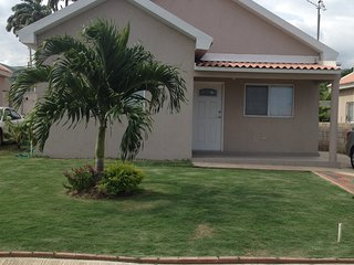 Vacation Oasis 2 BR House Gated Community, Portmore