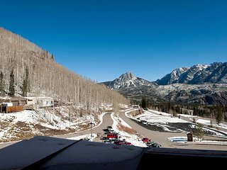 Affordable Luxury Condo - Great Views - Steps to Lifts - Free Night Offer, Durango