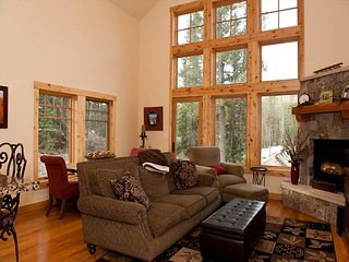 Luxury Home Across from Purgatory - Free Shuttle - Free Night Offer, Durango