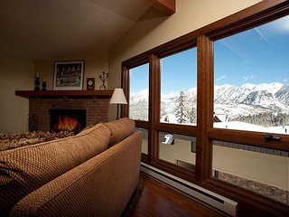 Affordable Luxury Ski in/Ski Out Condo - Awesome Views - Free Night Offer, Durango