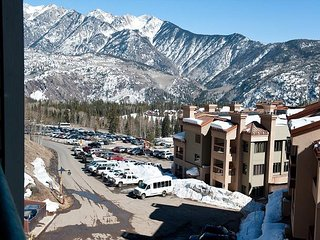 6th Floor Affordable Ski in/Ski Out Condo - Great Views - Free Night Offer