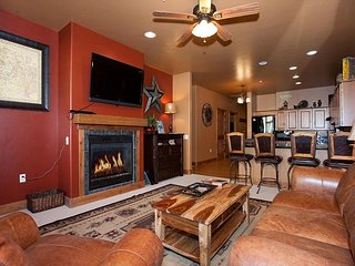 New Luxury Condo Steps to Lifts - Free Night Offer, Durango