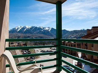 Remodeled 5th Floor Studio - Views - Deck - Ski in/Ski Out - Affordable, Durango