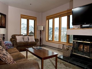 Luxury Condo Steps to Lifts - Corner Unit - Great Views - Large Deck, Durango