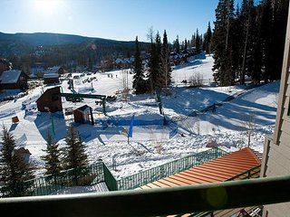 Affordable Ski in/Out Condo - Corner Unit - Views - 2 Decks
