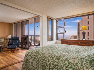 Large 1BR Incredible Views! Pool, Jacuzzi WB2806, Honolulu
