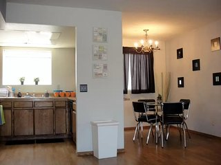 Furnished 2-Bedroom Apartment at Ohio Ave & Federal Ave Los Angeles, Los Ángeles